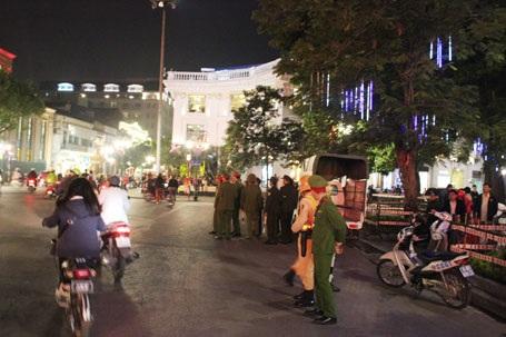 An ninh được thắt chặt tại nhiều chốt giao thông (ảnh Nguyễn Dương)