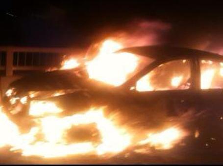 Chiếc xe bốc cháy dữ dội (ảnh otofun)