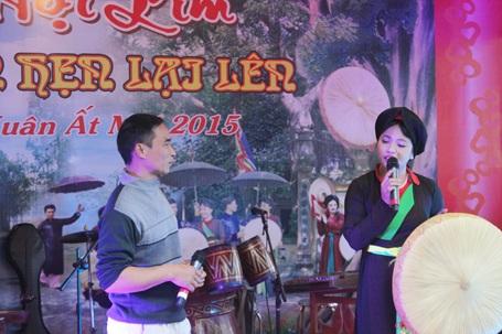 Nhiều sân khấu hát quan họ đã tổ chức biểu diễn phục vụ du khách.