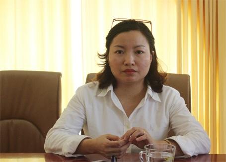 Bà Nghiêm Hồng Hạnh trao đổi với PV Dân trí