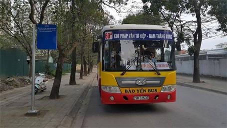 Hiện chỉ có 1 tuyến xe buýt duy nhất nối khu nhà ở sinh viên này với trung tâm thành phố.