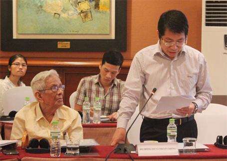 Ông Lưu Đình Phúc (đứng) đang phát biểu tại Hội thảo