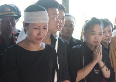 Những giọt nước mắt tiếc thương tại lễ an táng nhạc sỹ An Thuyên...