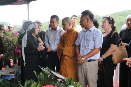Ban lãnh đạo nghĩa trang Lạc Hồng Viên chia buồn cùng gia đình