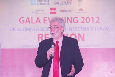 Ấm áp đêm hội Gala 2012 mừng Giáng sinh của cựu du học sinh Anh