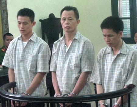 Ba bị cáo trước vành móng ngựa
