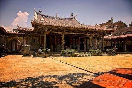 Đền Long Sơn (Long Shan), một ngôi đền Paoan 200 năm tuổi trên núi Rồng
