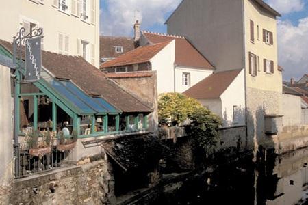 Dạo quanh những ngôi làng đẹp như tranh vẽ ở Pháp