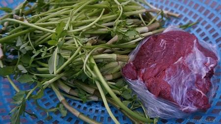 Thịt trâu xào rau cần là một trong những món phổ biến, dễ ăn mà vẫn hấp dẫn