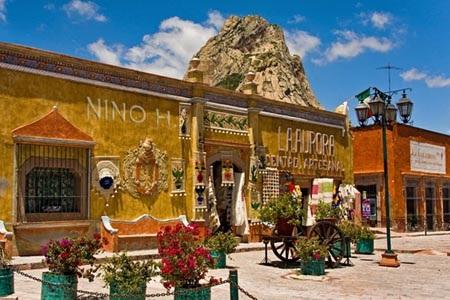 Thành phố Mexico có rất nhiều khu phố sắc màu với những bức tranh tường.