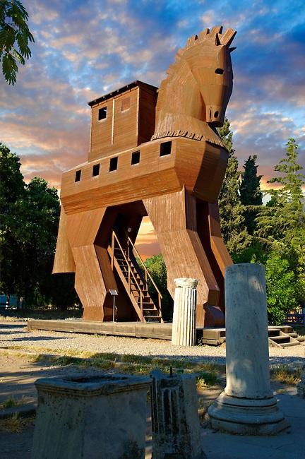 Bản sao của con ngựa gỗ thành Troy,