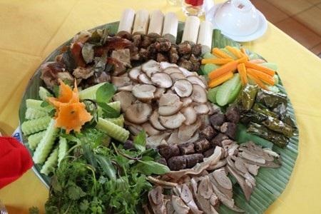 """Nhắc đến """"cỗ lá"""" là người ta nghĩ đến ẩm thực của người Mường đất Hòa Bình"""