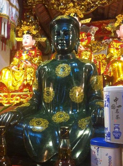 Pho tượng là sự kết hợp hoàn hảo giữa Vàng và Ngọc tạo nên sự linh thiêng huyền bí hiếm có