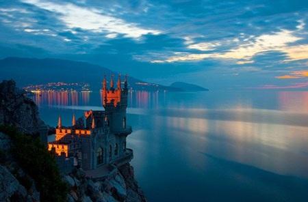 Những tòa lâu đài có vị trí đắc địa, độc đáo nhất thế giới