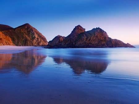 Những bãi biển có màu sắc lạ đẹp mê hồn