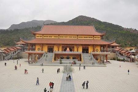 Chùa Ba Vàng - ngôi chùa có tòa chính điện lớn nhất Việt Nam