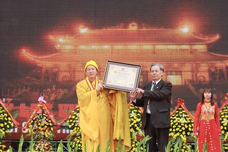 Chùa Ba Vàng vinh dự nhận kỷ lục là ngôi chùa có chính điện lớn nhất Việt Nam