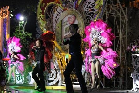 """Những """"chân dài"""" chuyển giới đẹp như hoa hậu ở Pattaya"""