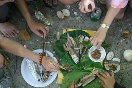 Rồi tự về nấu ăn trên đảo