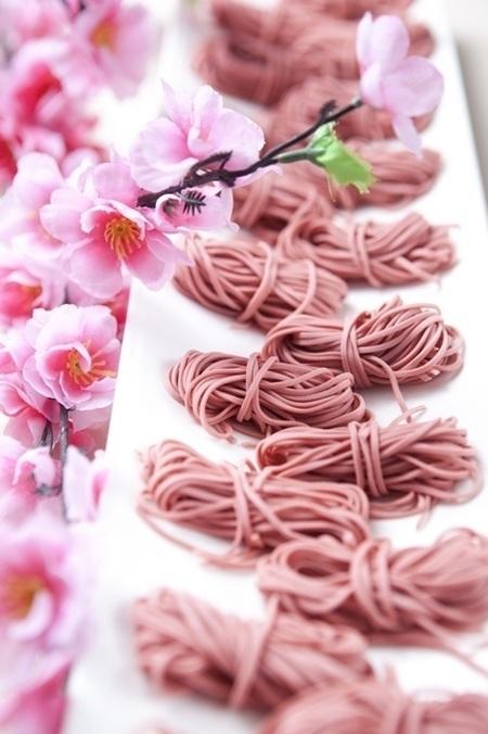 Sushi hoa anh đào rất bắt mắt với cách trang trí như một bức tranh nghệ thuật