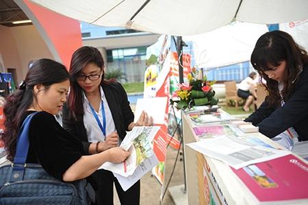 Các ứng cử viên đại sứ du lịch trong phần đối thoại với báo chí và công chúng