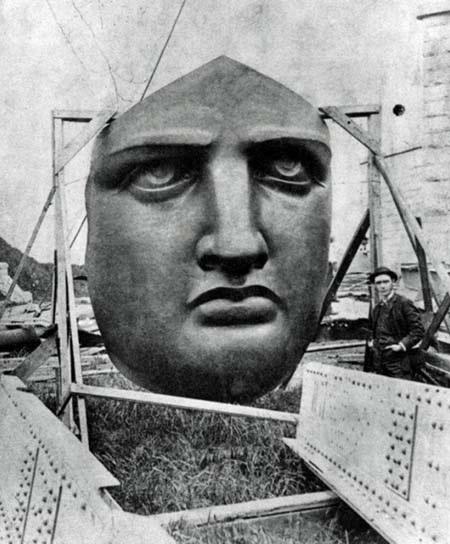 Phần đầu tượng được tách riêng và chở bằng đường biển sang cảng New York
