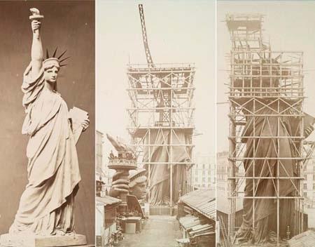 Bức tượng trong quá trình lắp ghép ở Pháp