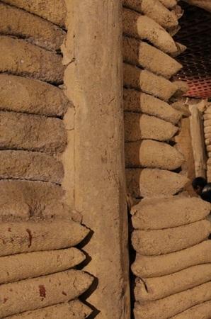 """Lán lá """"đè bẹp"""" hầm bê tông trên đất Điện Biên"""