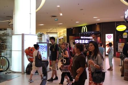 Nhiều ý kiến cho rằng cần tẩy chay tour Thái Lan nếu còn áp dụng quy định trên với khách Việt Nam