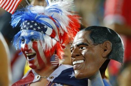 Tổng thống Obama cũng xuất hiện trên khán đài cùng các cổ động viên Mỹ