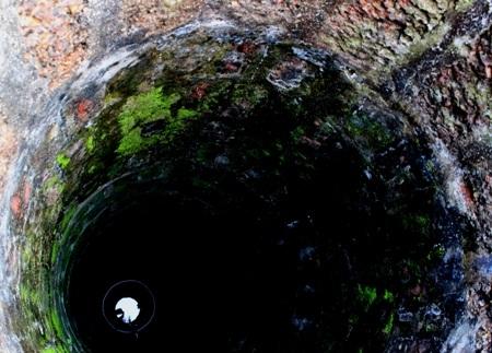 Ở Đường Lâm, từ nhà ở đến cổng ngõ, cổng làng, giếng nước, đều sử dụng đá ong