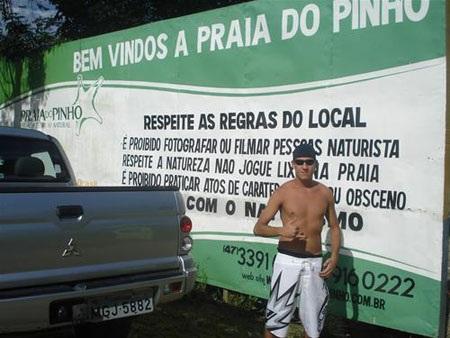 Một bãi tắm nude nổi tiếng của Brazil