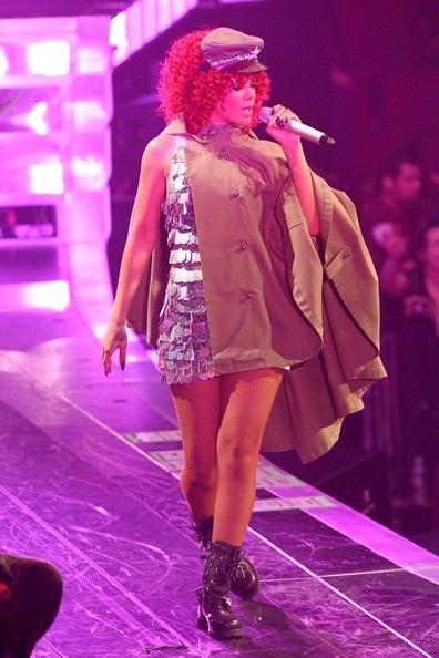 Rihanna gợi cảm trên sân khấu - 16