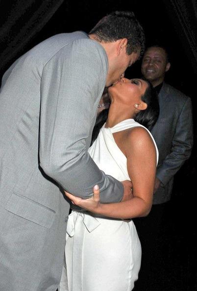 Kim Kardashian và người yêu hào hứng chuẩn bị đám cưới - 2