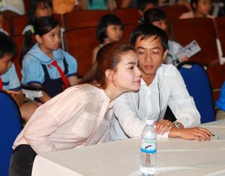Hà Hồ - Quốc Cường vui trung thu cùng trẻ em  - 11