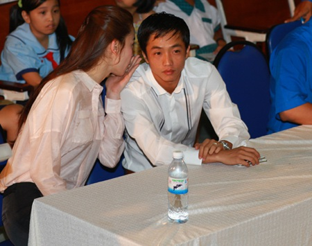 Hà Hồ - Quốc Cường vui trung thu cùng trẻ em  - 12