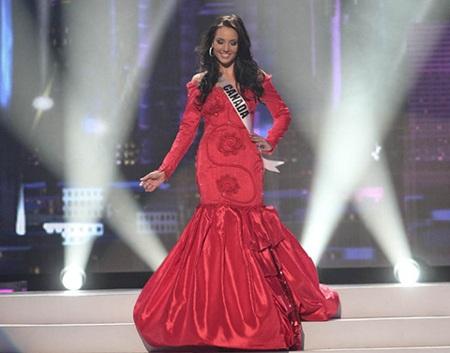 Hoàng My rực rỡ váy đỏ trong đêm sơ khảo - 16