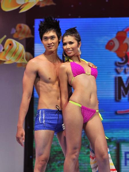 Toàn cảnh đêm chung kết Siêu mẫu Việt Nam 2011 - 12