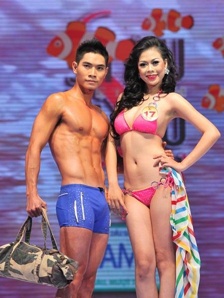 Toàn cảnh đêm chung kết Siêu mẫu Việt Nam 2011 - 13