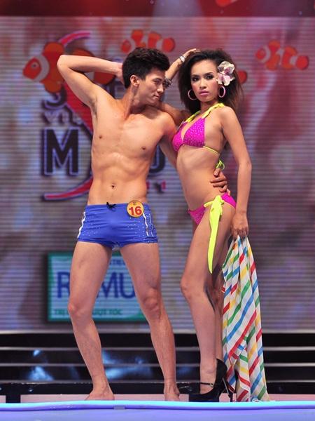 Toàn cảnh đêm chung kết Siêu mẫu Việt Nam 2011 - 14