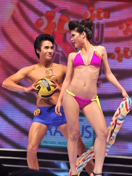 Toàn cảnh đêm chung kết Siêu mẫu Việt Nam 2011 - 17