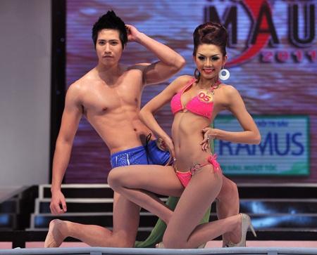 Toàn cảnh đêm chung kết Siêu mẫu Việt Nam 2011 - 18