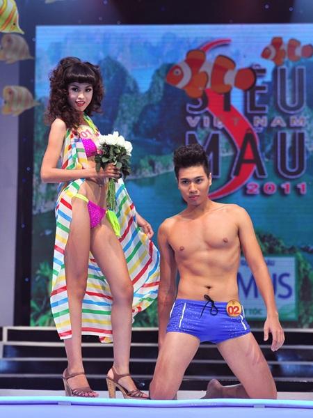 Toàn cảnh đêm chung kết Siêu mẫu Việt Nam 2011 - 20