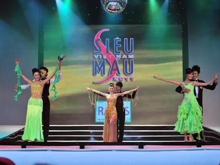 Toàn cảnh đêm chung kết Siêu mẫu Việt Nam 2011 - 22