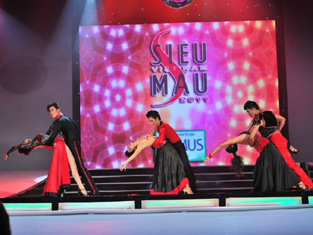 Toàn cảnh đêm chung kết Siêu mẫu Việt Nam 2011 - 24
