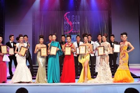 Toàn cảnh đêm chung kết Siêu mẫu Việt Nam 2011 - 27