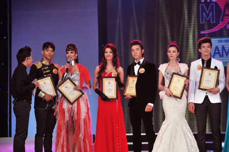Toàn cảnh đêm chung kết Siêu mẫu Việt Nam 2011 - 28
