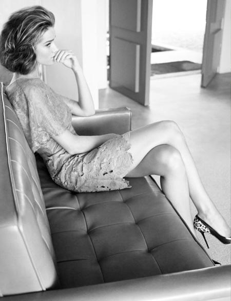 Rosie Huntington-Whiteley khoe vẻ kiêu sa, quyến rũ - 3
