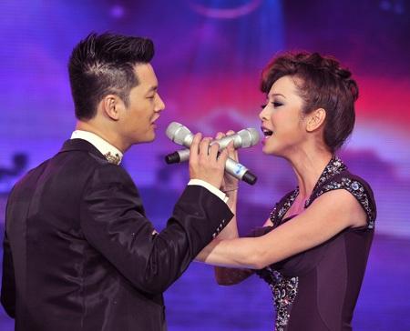 Nghe Jennifer Phạm và Đức Tuấn hát Cơn mưa tình yêu - 1