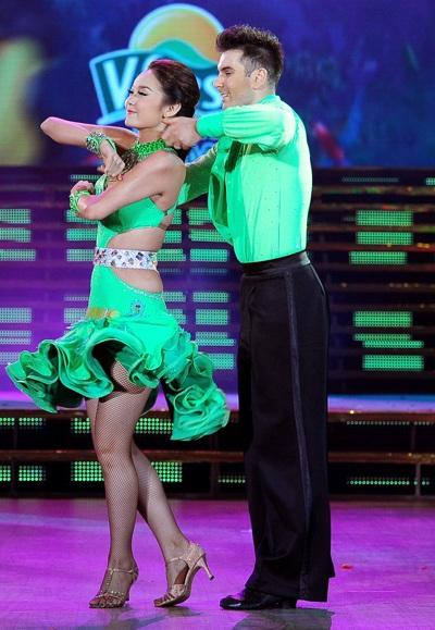 Xem lại màn nhảy hấp dẫn của Minh Hằng